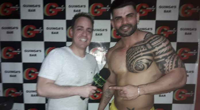 Photo of Gogoboy Thomppson no Guingas Bar em performance especial