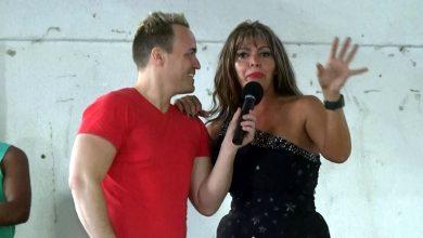 Photo of Cantora Mariana Munhozz em apresentação especial no show Resistência e Orgulho – Auto de Natal LGBTi