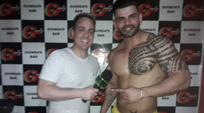 Photo of Gogoboy Thomppson no Guingas Bar em performance especial