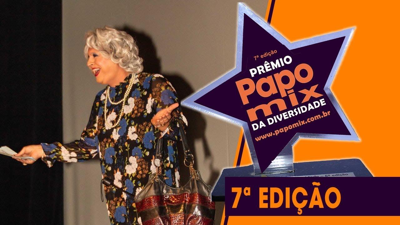 """Photo of Personagem """"Tia"""" se emociona com homenagem durante 7ª edição do Prêmio PapoMix"""