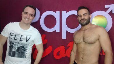 Photo of #TBTPapoMix – Pornstar Brenno Santiago sensualiza e tira toda roupa em brincadeira no PapoMix